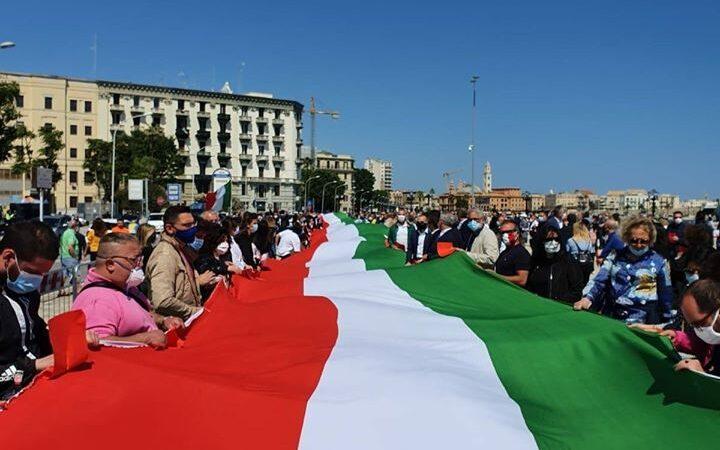 Il centrodestra da Bari: noi uniti, gli italiani liberi sono con noi