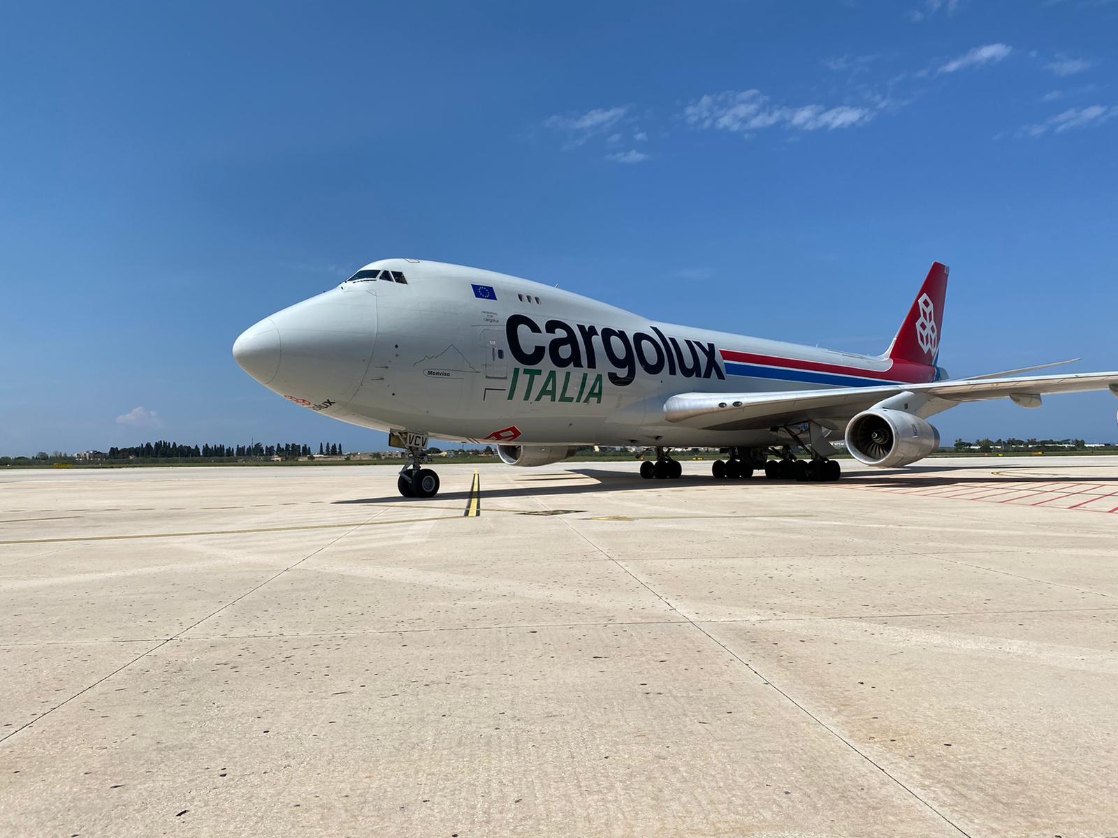 Atterrato all'aeroporto di Bari un Boeing 747 cargo dalla Cina con 65 tonnellate di DPI acquistati dalla Regione Puglia