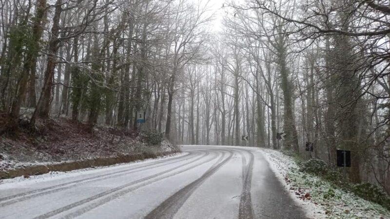 Prima neve sui Monti Dauni, attivato dalla Provincia di Foggia il servizio di spargimento del sale e sgombero neve