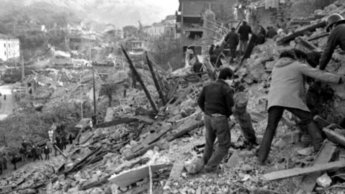 23 novembre 1980 : cosa ci ha lasciato il terremoto dell'Irpinia nel 1980: un Paese che non ha pietà di nessun dolore